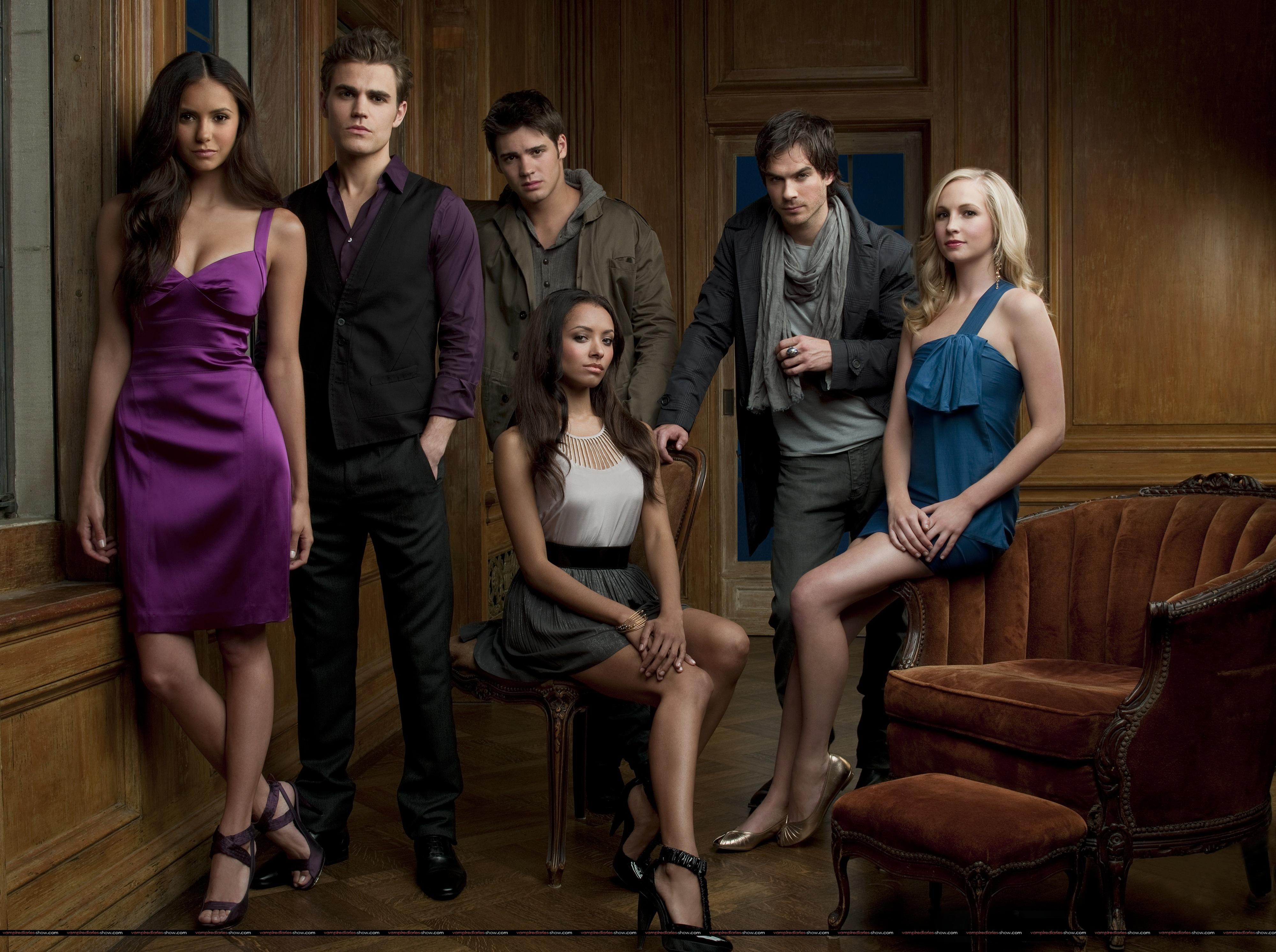 http://www.vampire-diaries.fr/wp-content/uploads/2009/09/vampire-diaries-season-1-fond-ecran-groupe.jpg